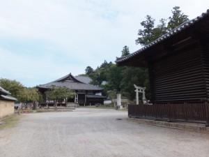 法華堂と法華堂経庫(東大寺)