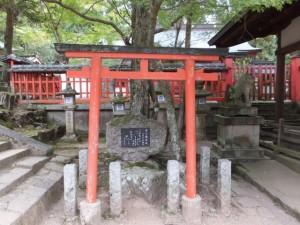 菅公腰掛石(手向山八幡宮)