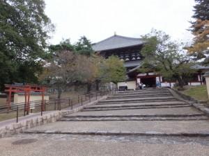 勧進所から大仏殿への階段(東大寺)