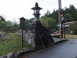 谷口常夜燈(伊勢本街道)