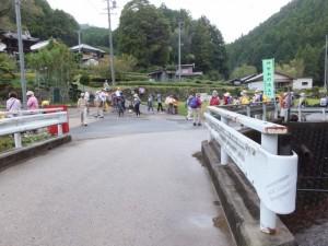 谷口常夜燈付近から望む正念寺(伊勢本街道)
