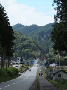 国道368号、道の駅「美杉」付近から望む飼坂峠方向