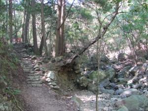 白滝大明神の参道(鳥羽市)