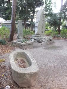 「猿田彦大神」の拝所と「式内伊蘇上神社」の社標(相鹿上神社)