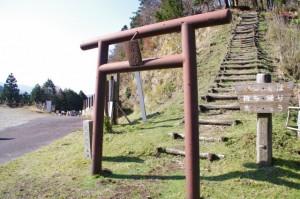 高見山関が寄進した鳥居(大峠の高見山登山口)