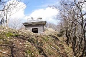 避難小屋(高見山山頂)