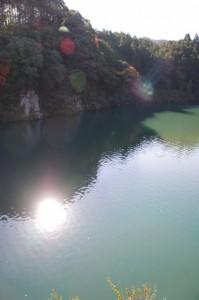 粟生頭首湖の「神の岩」からの眺め(大台町粟生)