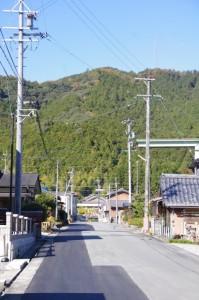 熊野古道(宮川側)への分岐から望む国道42号粟生交差点