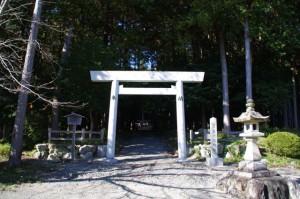 三谷橋付近の八柱神社(熊野古道)