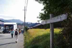 熊野古道、里集会所付近の道標(大紀町滝原)