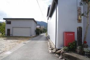 米配場への道と旧熊野街道道標(大台町下三瀬)