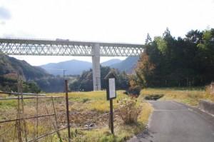 旧熊野街道道標から米配場へ(大台町下三瀬)