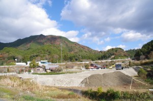 左手に国道42号を望む(旧熊野街道道標付近〜三瀬の渡し)