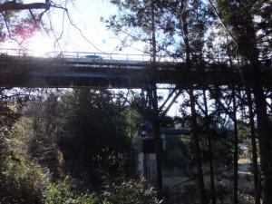 バカ曲がり(熊野古道伊勢路)から望む国道42号 不動谷橋