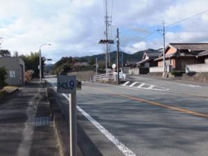 国道42号、143.8kmポスト、神瀬交差点付近