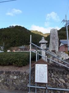 宝泉寺および六字名号碑の説明板(熊野古道伊勢路)