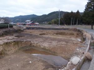 (11) 野添神社付近にある遺跡の発掘現場